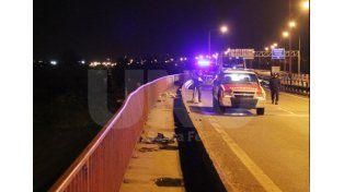 Una mujer falleció al perder el control de su auto en la Bajada Distéfano