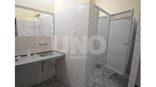 Impecables. Los baños fueron refaccionados y hoy lucen en óptimas condiciones.Fotos UNO/José Busiemi
