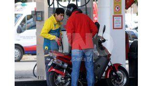 Impacto. La nafta aumentó un 6% en marzo y otro tanto en abril. Hoy la súper llega a los $15 / Foto: Manuel Testi - Uno Santa Fe