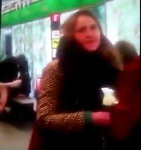 Sorprenden a una pareja teniendo sexo en una estación de metro y el video se viraliza en YouTube
