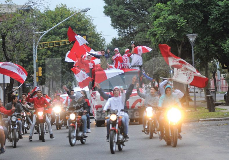 Las motos fueron las encabzaron los festejos hasta llegar la noche / Foto: Manuel Testi - Uno Santa Fe