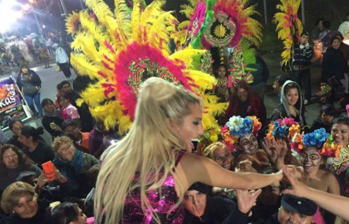 Vicki Xipolitakis paseó por Salta y fue saludada por una multitud.