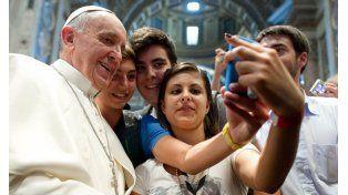 La felicidad no es una app que se descarga del celular, dijo el Papa a los adolescentes