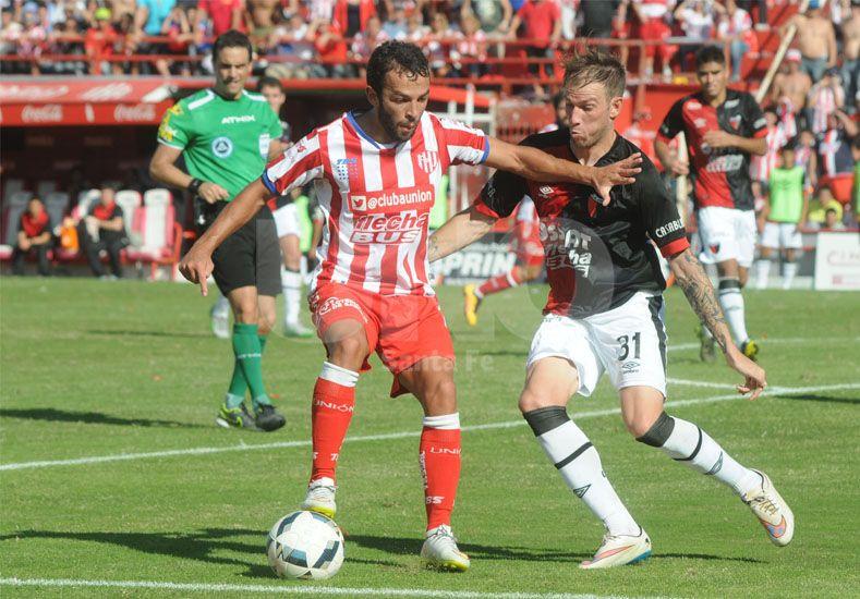 Lucas Gamba apareció en la agonía del Clásico para capitalizar una asistencia de Riaño y poner el 1-0. Foto: Manuel Testi / UNO Santa Fe.