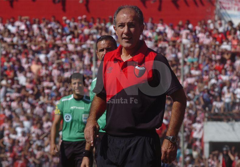 Ricardo Johansen no pudo generar cambios en un Colón que está sumergido en una gran crisis. Foto: José Busiemi / UNO Santa Fe.