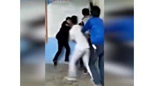 Los alumnos golpean al profesor