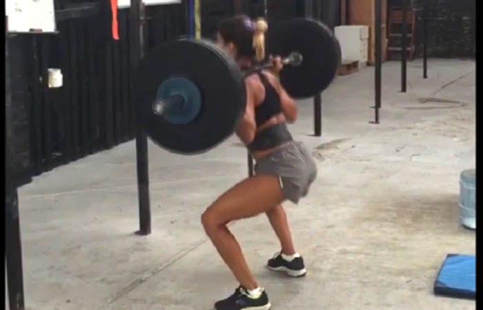 Cinthia Fernández falló al levantar las pesas en el gimnasio