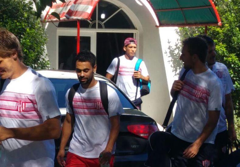 El plantel de Unión viajó a Paraná a la espera del clásico