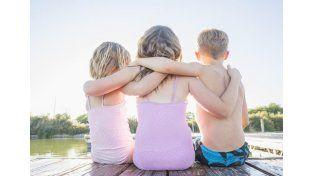 Un colegio prohíbe a los niños abrazarse