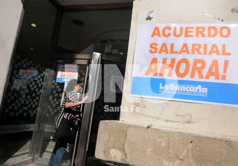 Los bancarios llegaron a un acuerdo salarial, levantaron el paro y hoy la actividad será normal