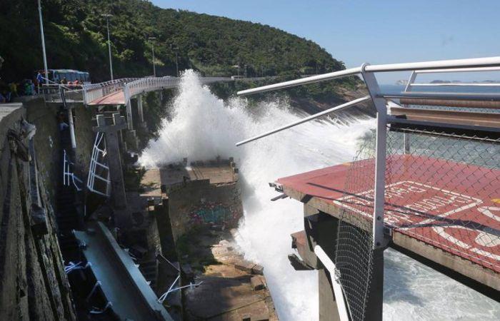 Un tramo de unos cincuenta metros se desplomó en São Conrado.