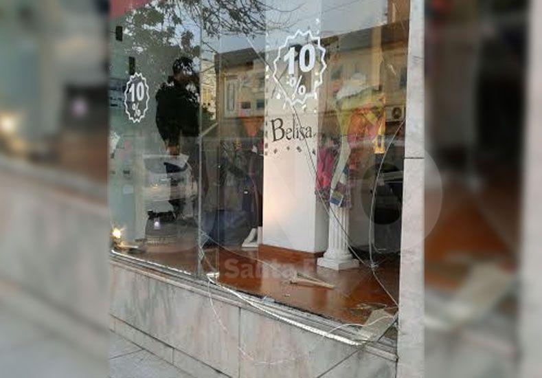 Robaron un local de ropa a metros de la Policía Federal