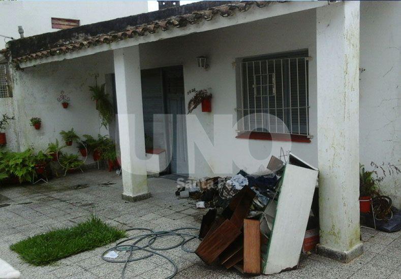 Un mes después. En el interior de la vivienda el hombre fue encontrado calcinado y con un impacto de bala en la cabeza.