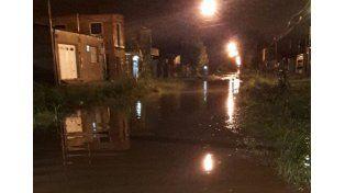 En Ayacucho y 12 de Infantería el agua complica el tránsito
