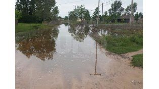 En Rincón Norte y Colastiné las lluvias dejaron intransitables las calles