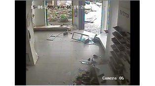 Video: imágenes impactantes del tornado en Uruguay