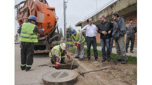 Por la emergencia hídrica intensifican los trabajos de limpieza en los desagües