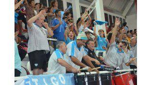 Impresionante. Los hinchas de Villa Dora coparon el estadio y alentaron sin parar durante todo el partido siendo locales en la provincia de Buenos Aires./ Zampi Producciones.