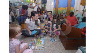 Para todos. La bebeteca dispone de textos de los más variados para niños de entre los 0 y 4 años./ José Busiemi.