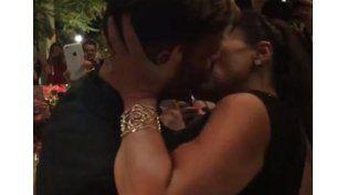La mordidita se hizo realidad: Ricky Martin le comió la boca a una fan