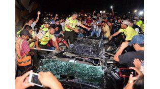 Fuerte terremoto de 7,8 grados sacudió a Ecuador y hay al menos 77 muertos
