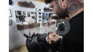 Adaptarse. Marcos ofrece el servicio requerido por algunos clientes / Foto: José Busiemi - Uno Santa Fe