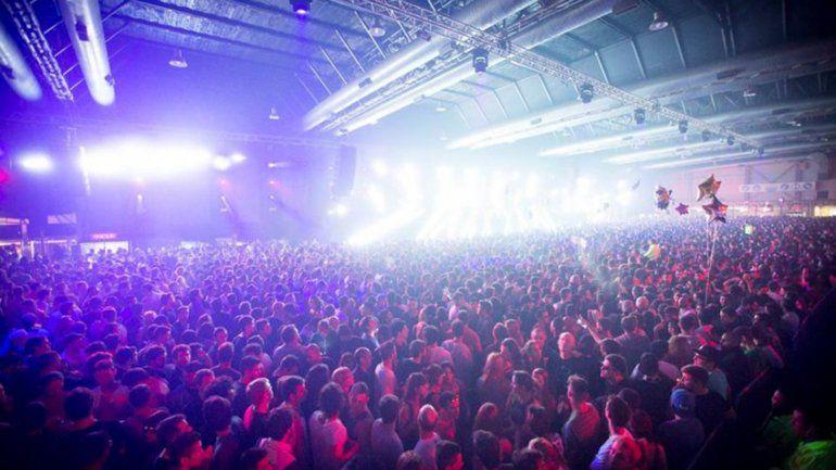 Tres jóvenes murieron en una fiesta electrónica en Costa Salguero