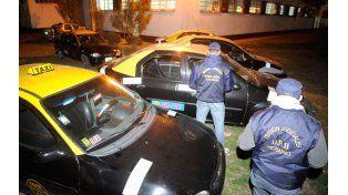 Secuestrados. En agosto de 2013 los cinco taxis que tenía la banda fueron a parar a los terrenos de la Jefatura.