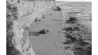 La imagen recrea cómo quedó la playa de San Lorenzo tras el derrumbe de 1915.