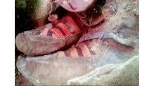 Polémica por el calzado de una momia por el parecido con las zapatillas de las tres tiras