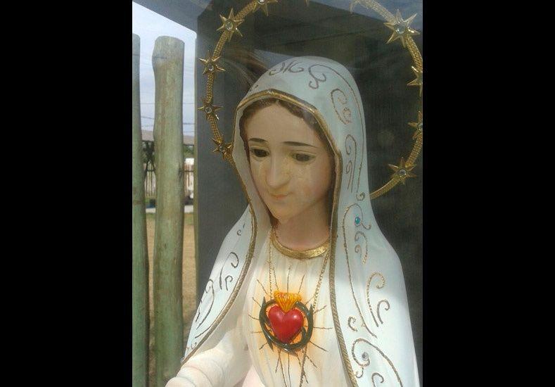 La  imagen de una Virgen llorando causó gran impacto en un colegio