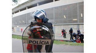 La defensa del hombre agredido por un policía en mayo de 2015 pide diez años de prisión para el efectivo.