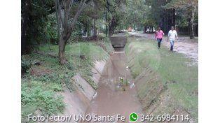 Así están los canales de desagüe en calles Las Moras