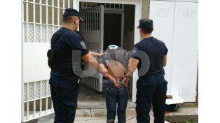 Luego de un cruento tiroteo, apresaron a un hombre con un arma de guerra en Santa Rosa de Lima