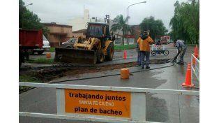 Comenzaron las tareas de bacheo en el cruce de Pedro Vittori y Domingo Silva