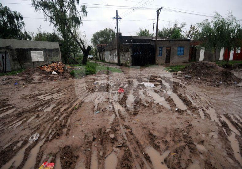 Dificultad. Los vecinos tienen problemas para poder transitar en las calles del barrio / Foto: Mauricio Centurión - Uno Santa Fe