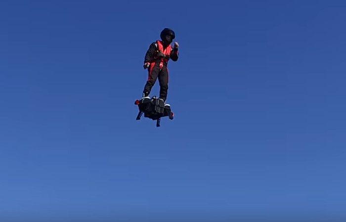 La patineta que vuela dejó de ser una idea de ciencia ficción para convertirse en realidad