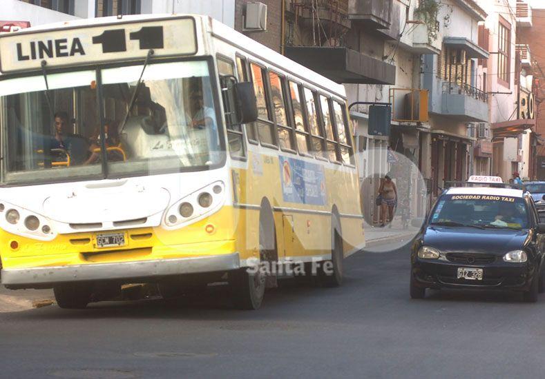Transporte público: desvíos de colectivos por trabajos de ASSA en San Jerónimo y Salta