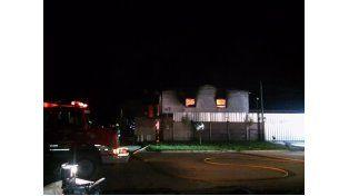 Incendio de grandes proporciones en una fábrica de velas de la localidad de Pérez