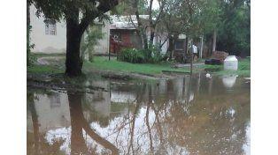 Colastiné Sur es uno d elos primeros barrios afectados por la crecida. A la del río Paraná se le suma la de las lluvias.