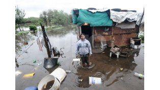 Inundados. Vecinos del noroeste de la ciudad sufrieron la llegada del río y se evacuaron.