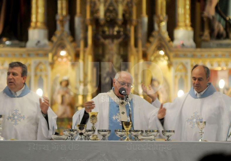 Mensaje. El arzobispo de Santa Fe se refirió al narcotráfico y a la cantidad de armas en los barrios.