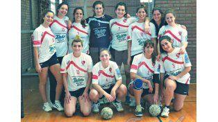 1-Handball. Con un equipo de damas y otro de caballeros (menores y adultos) pretende dar el salto de calidad.