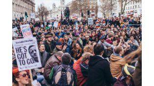 Multitudinaria protesta en Londres exige la renuncia de David Cameron por Panamá Papers