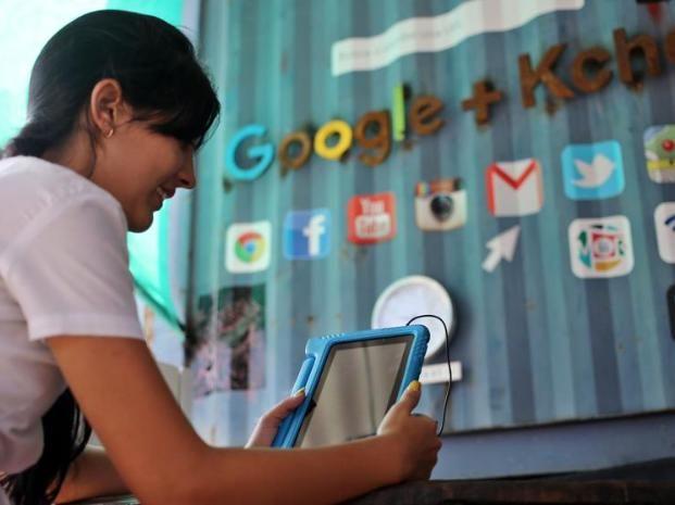Google desembarca en Cuba con un cibercafé con conexión gratuita