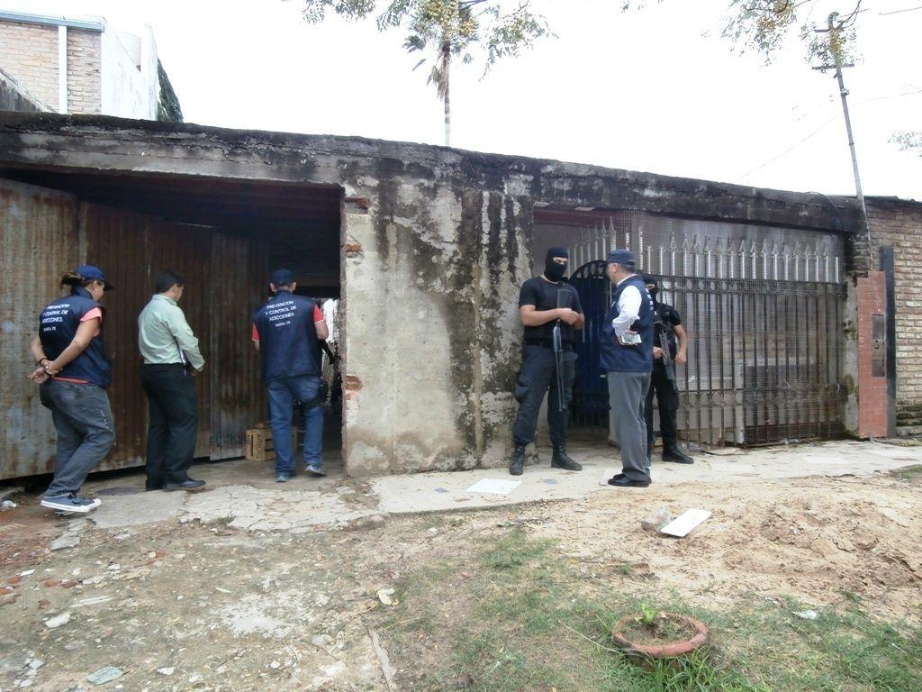 Personal antinarcóticos secuestró drogas en barrio Centenario