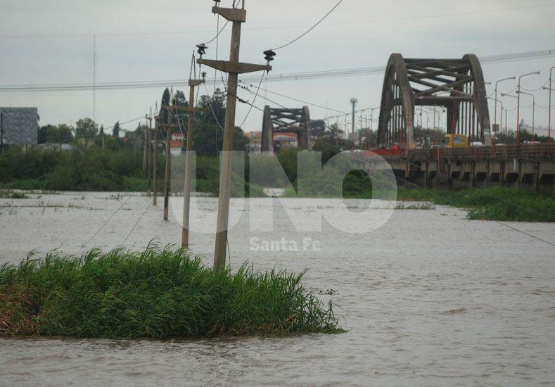 Medida. La altura del agua en el Puente Carretero es un indicador del nivel que tiene el Salado / Foto: José Busiemi - Uno Santa Fe