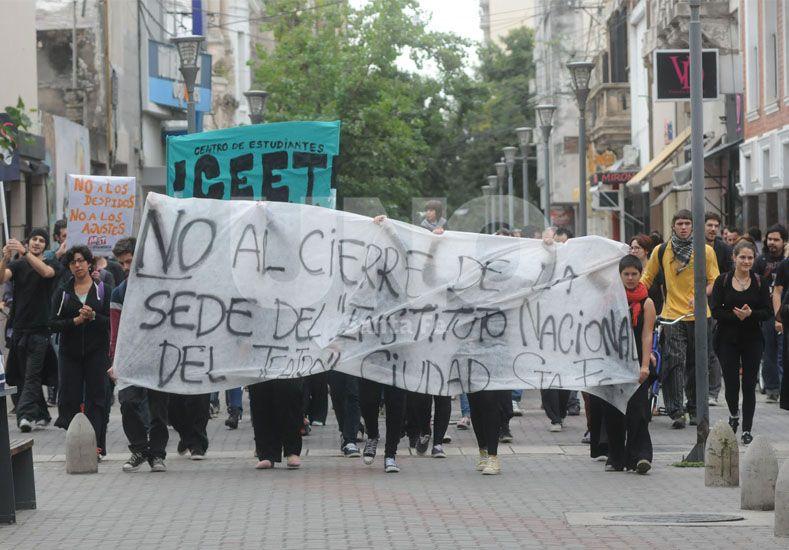 La manifestación de los teatreros locales se realizó este jueves en horas del mediodía. Foto: Mauricio Centurión / UNO Santa Fe.
