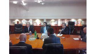 En la cooperativa telefónica las autoridades se reunieron antes de la conferencia de prensa. Foto gentileza Julio Palacio.