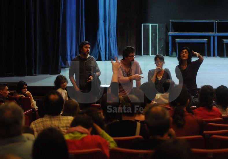 El martes. Los artistas se reunieron y elaboraron un documento; hoy reunirán adhesiones al texto / Foto: Juan Manuel Baialardo - Uno Santa Fe